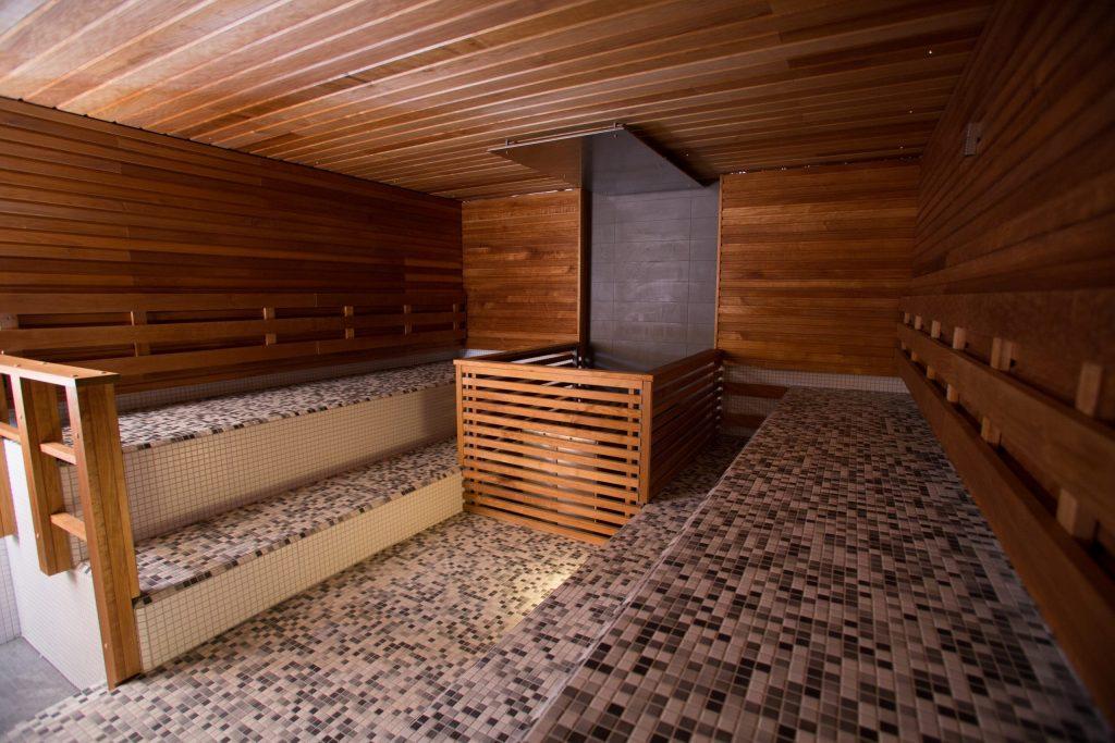Kaukaveden iso sauna tyhjänä