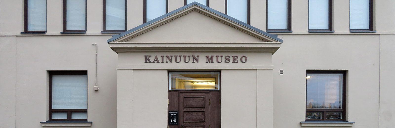 Kainuun Museon sisäänkäynti