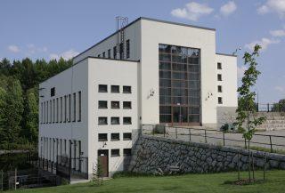 Eino Pitkäsen suunnittelema Koivukosken voimalaitos (1943).