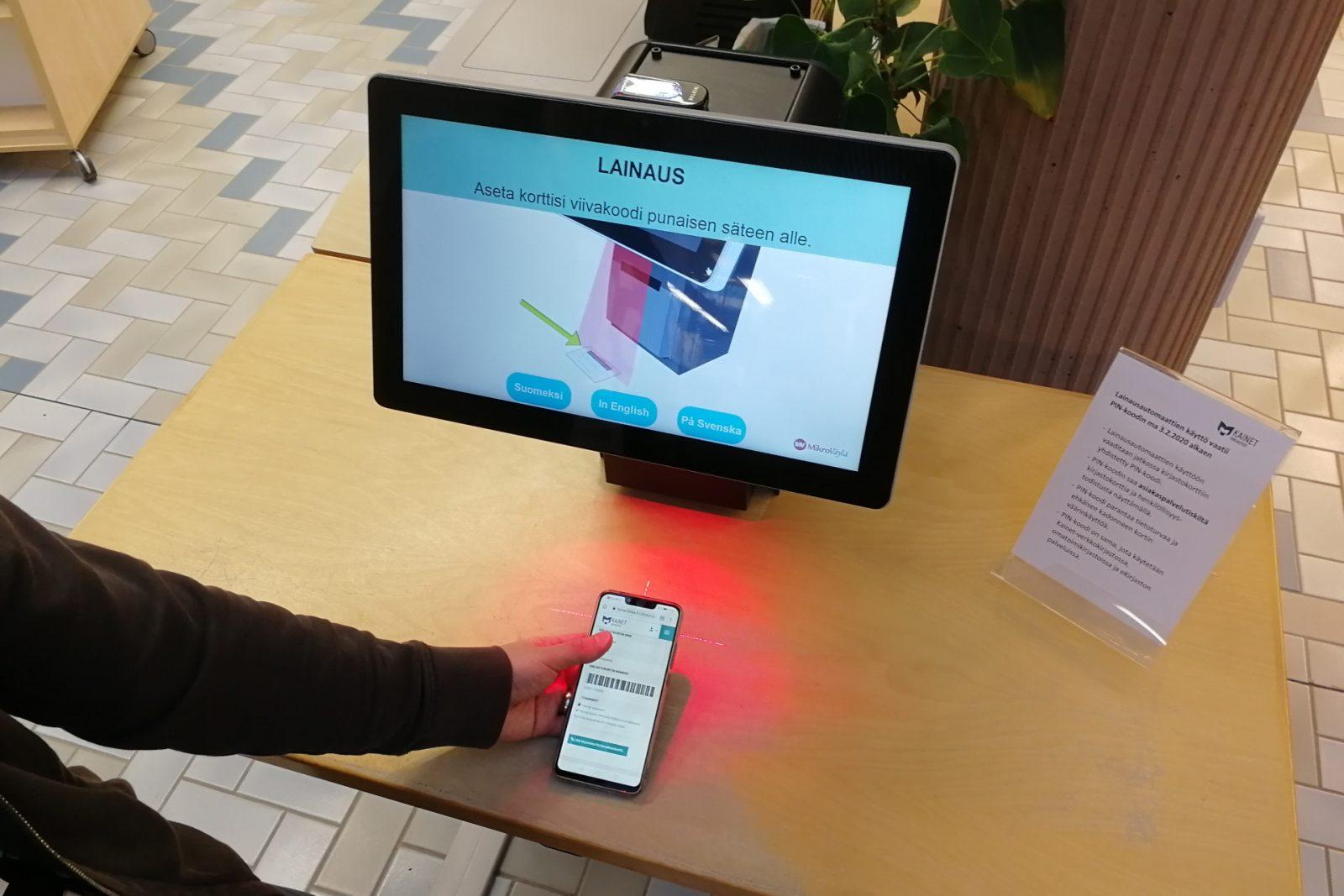 Mobiilikirjastokorttia voi käyttää älypuhelimella.