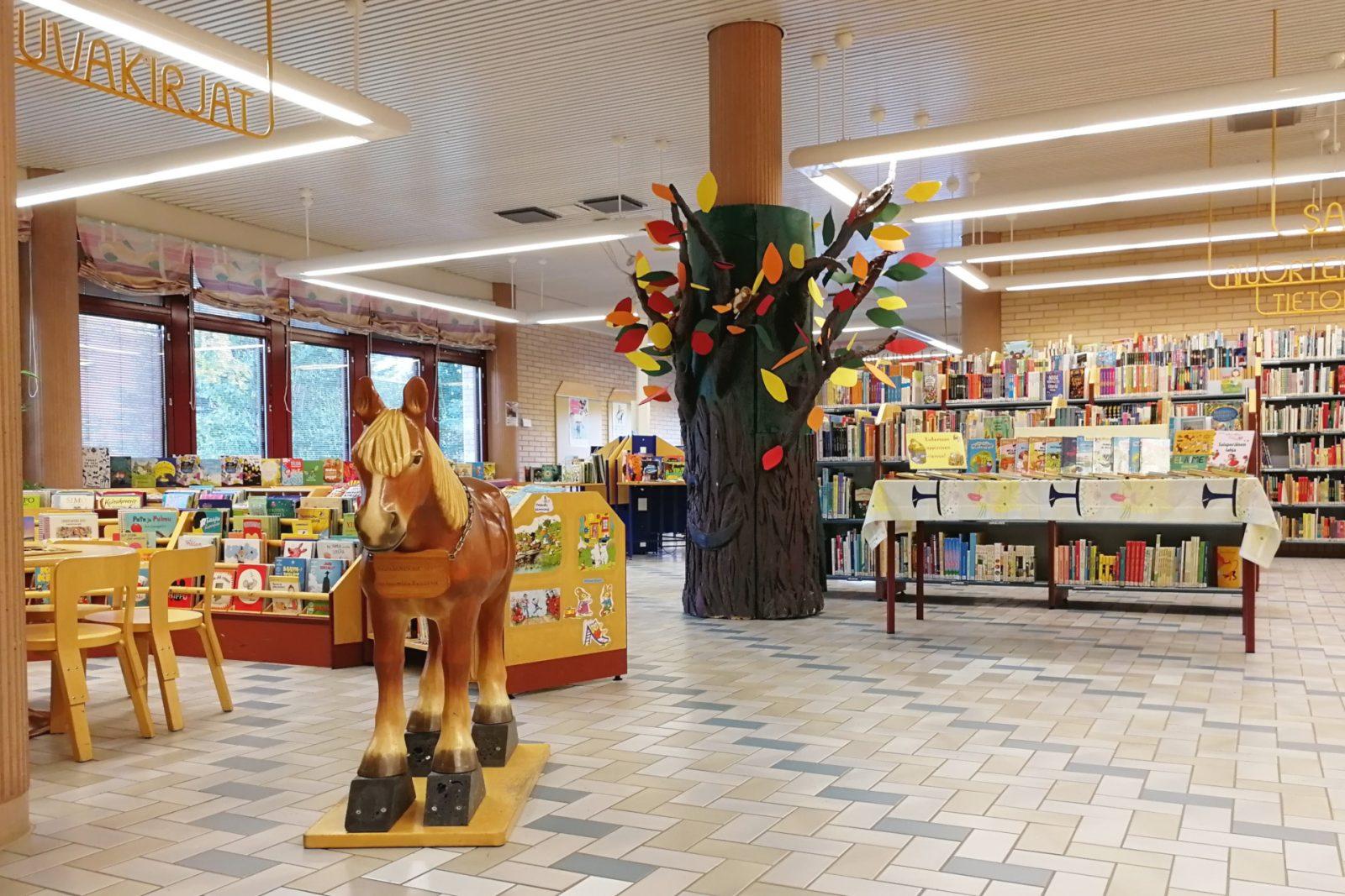 Pääkirjaston lastenosaston hevonen