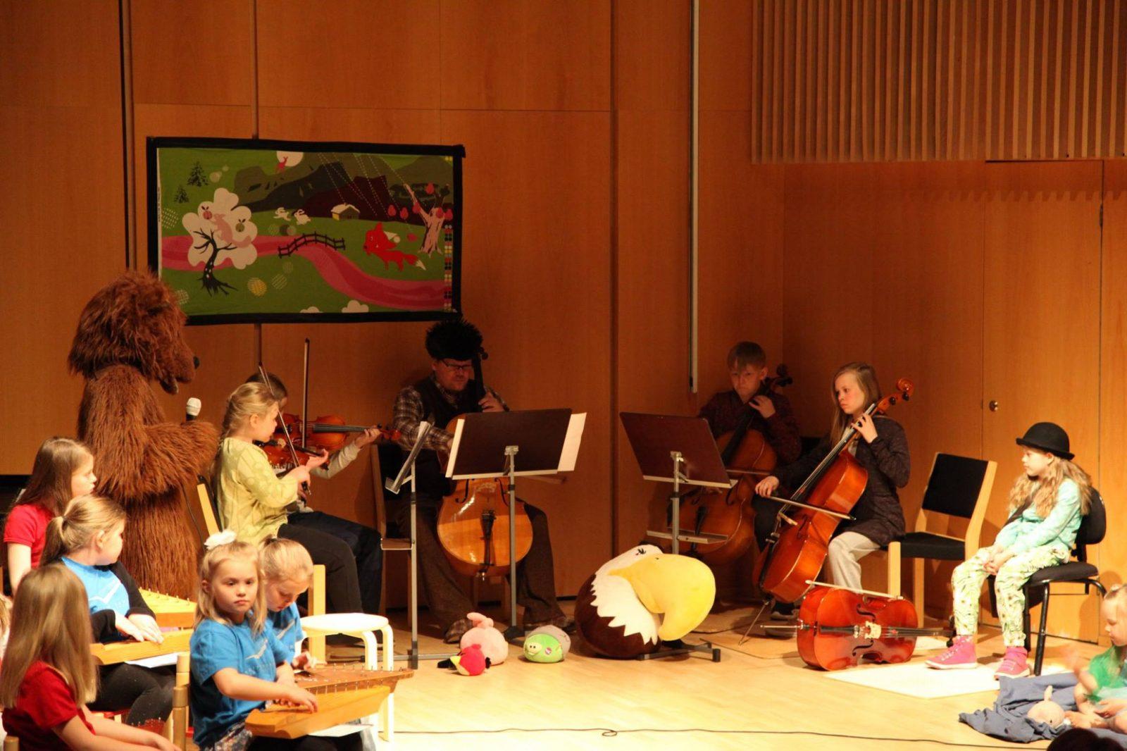 Kainuun musiikkiopiston lastenkonsertin esiintyjiä