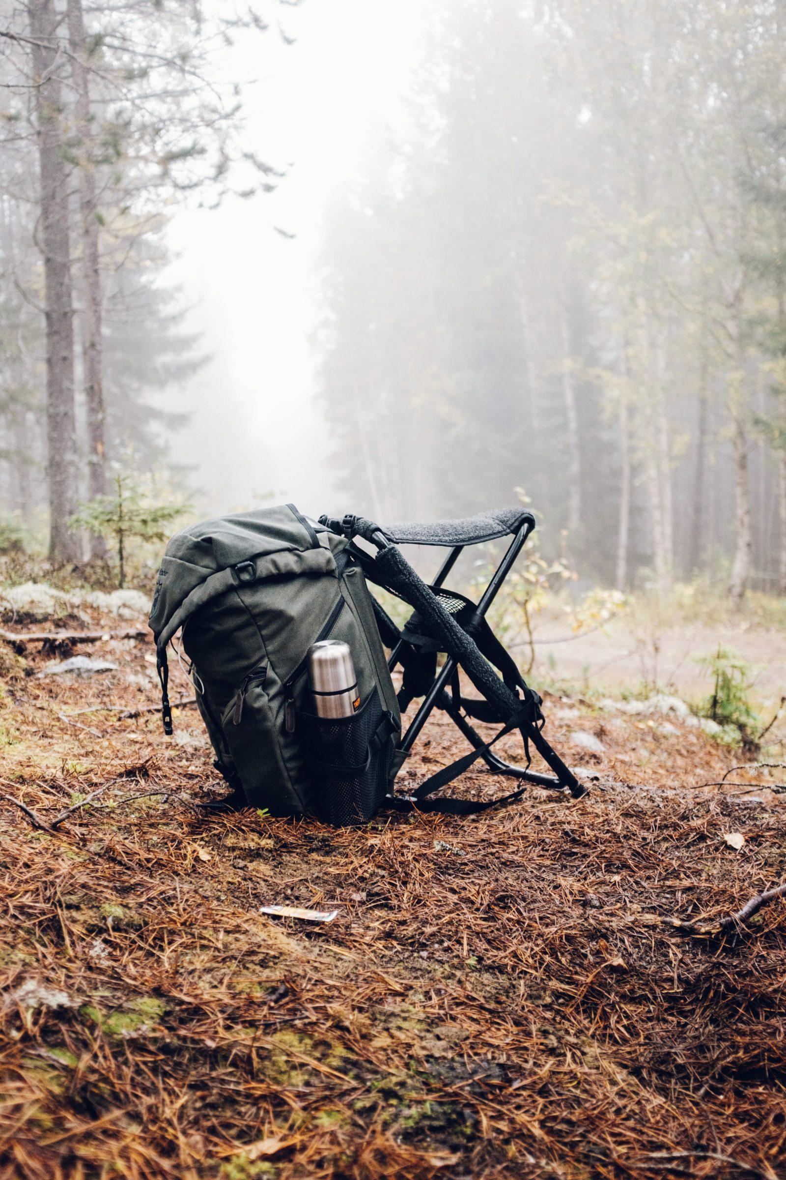 Metsästysreppu sumeassa metsässä