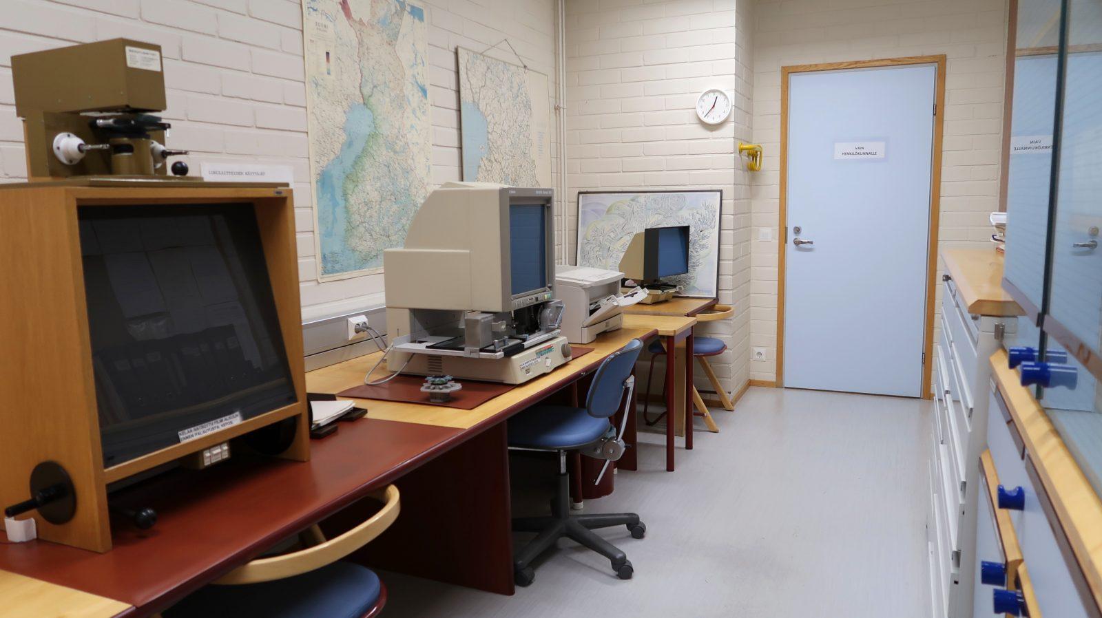 Pääkirjastossa on käytössä mikrofilmien lukulaite