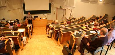 Kaukametsän opiston auditorio