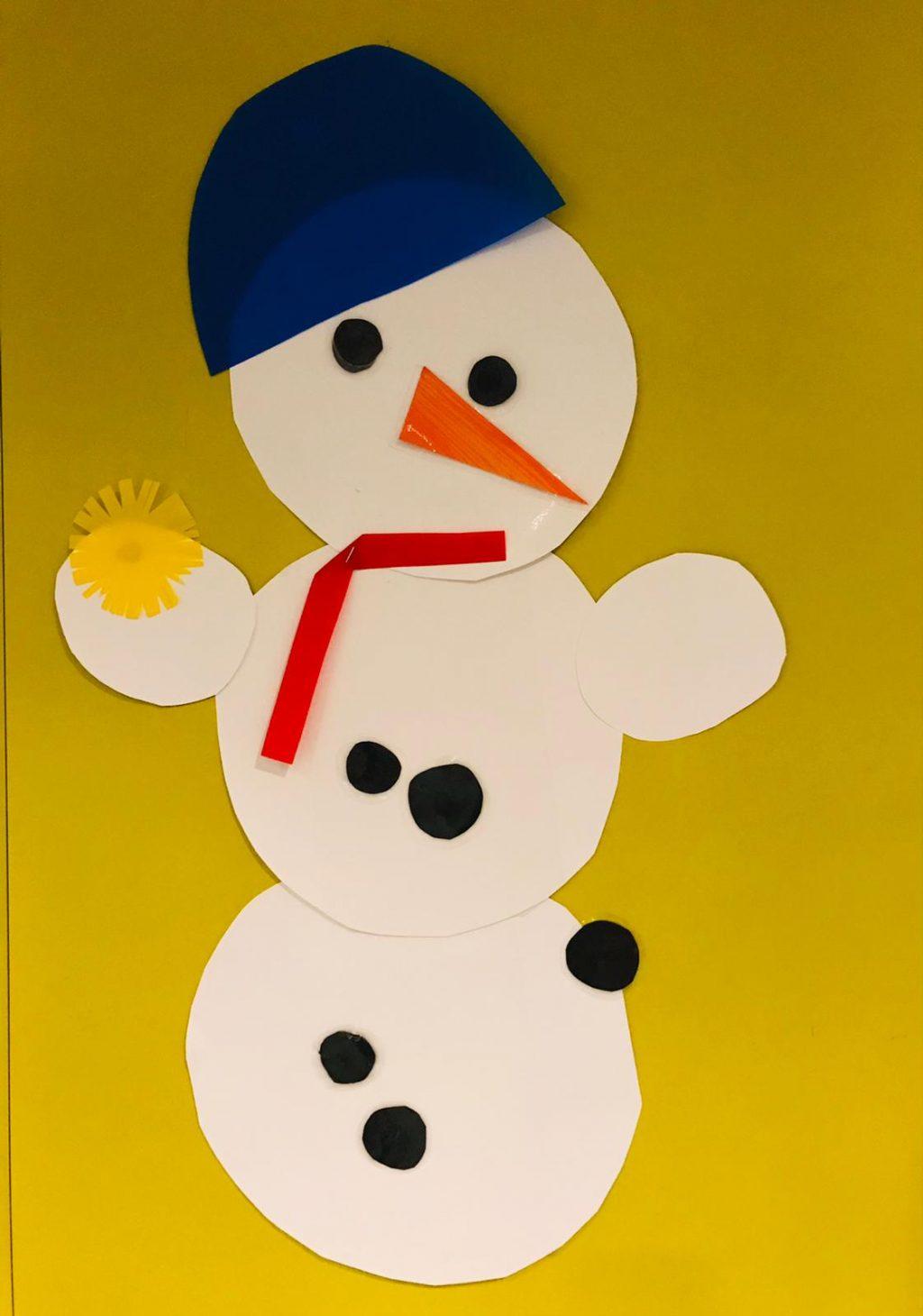 Lasten askartelema lumiukko