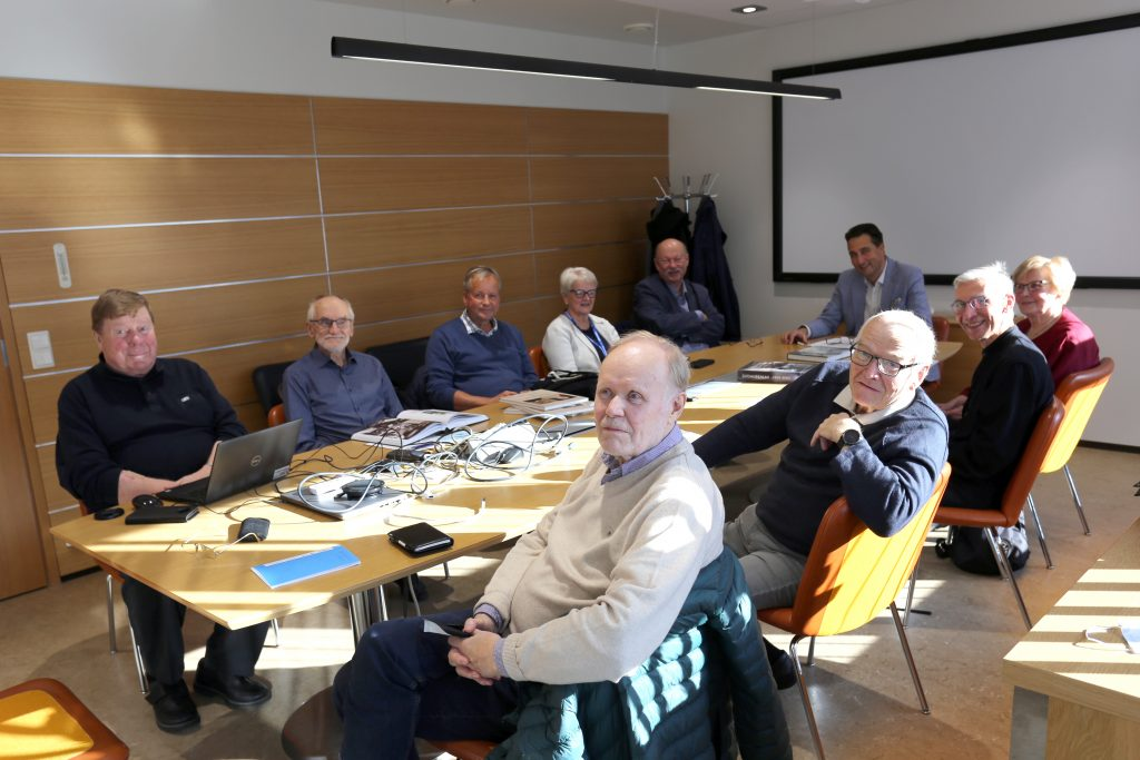 Kajaanin kaupungin historiakirjoituksen toimikunta kokoontui ensimmäiseen kokoukseensa täydellä kokoonpanolla